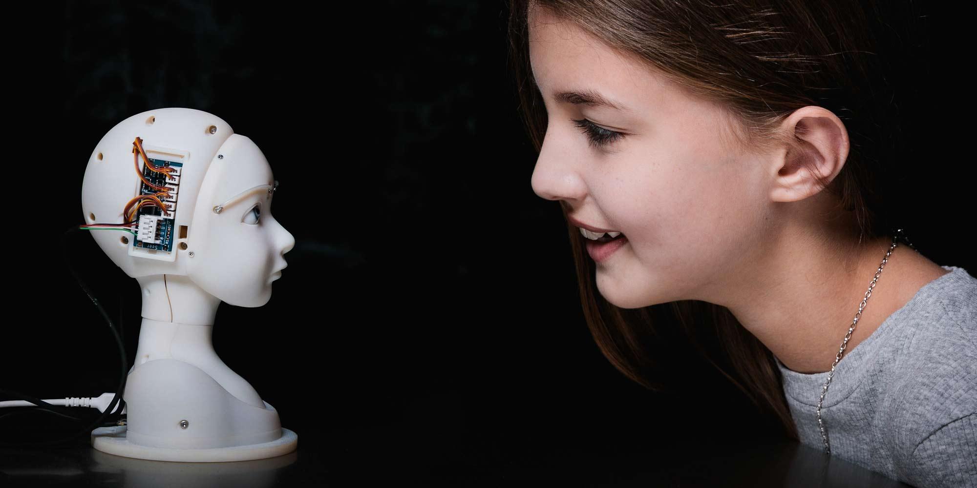 Macchine e persone formano legami sempre più stretti.  Cosa significa questo per noi e per la nostra immagine di sé?