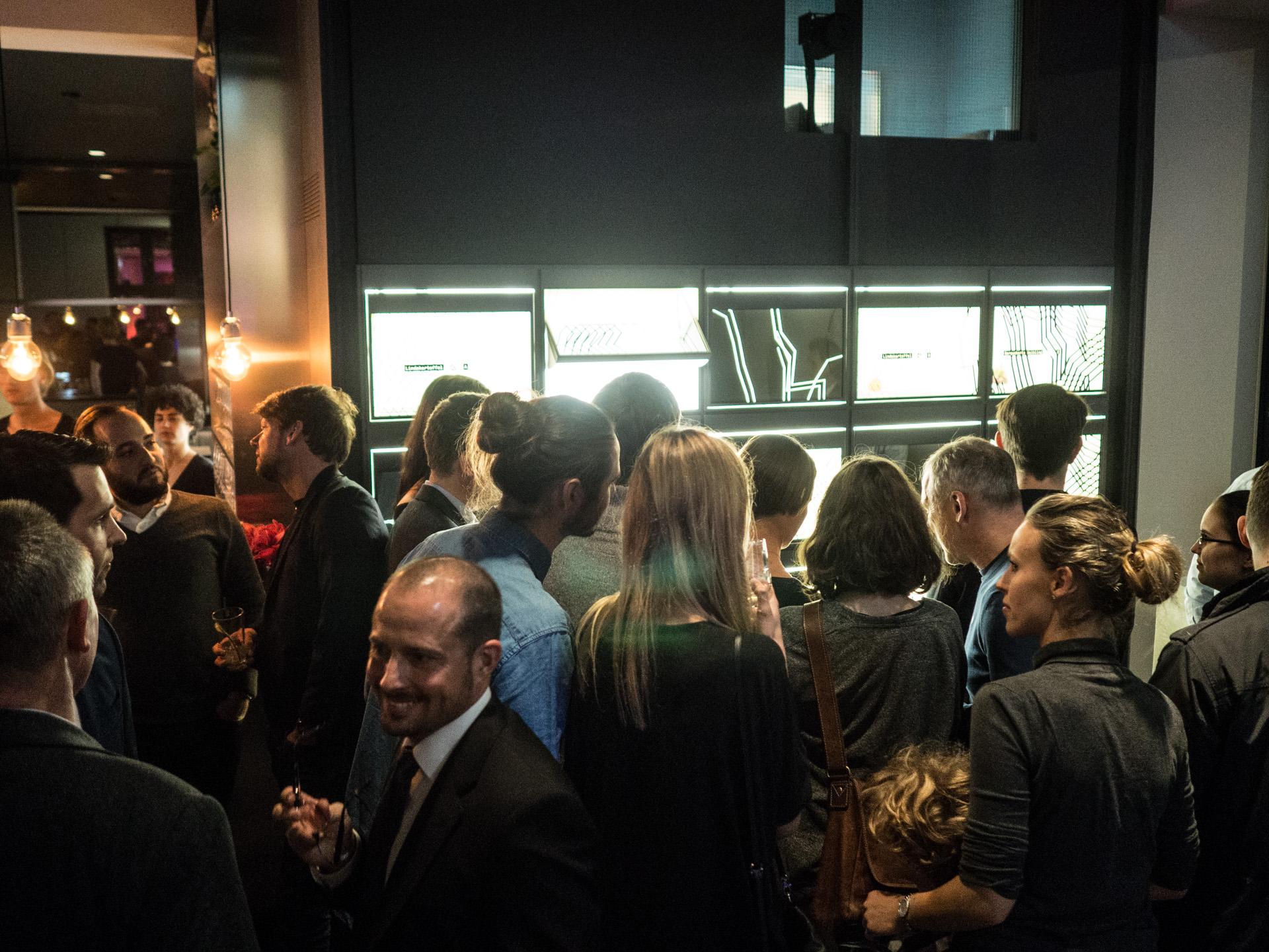 Großer Andrang an der Foodwall bei den Eröffnungsfeierlichkeiten des Data Space am 12. Dezember.