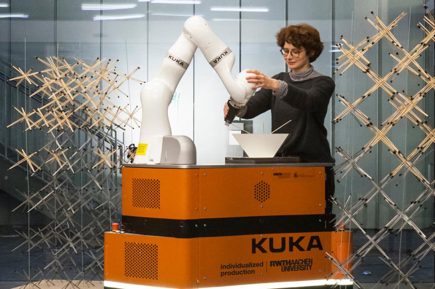 Roboter_viki_KineticWeaving_886x590